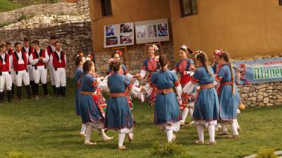 В Илинденци дадоха начало на международния фестивал Малешево пее и танцува