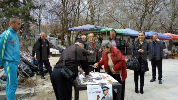 Богдан Боцев и Николай Бошкилов събират подписи против сделката за ЧЕЗ в град Петрич