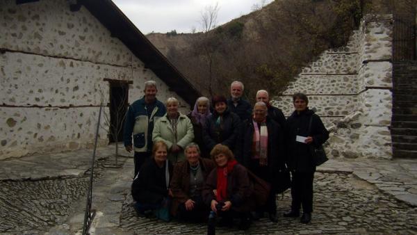 Кметът на Струмяни Емил Илиев подари екскурзия на самодейци