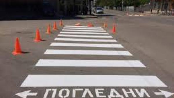 Трима пешеходци ударени от автомобили на пешеходни пътеки