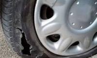 Вандалщина в Благоевград, някой ряза гуми на автомобили
