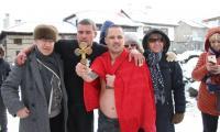 Богоявленският кръст в Банско бе спасен от 30 годишния Радослав Тодоров