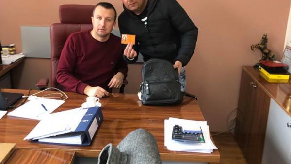 Безработен младеж  намери чанта с пари, предаде я в общината/обновена/