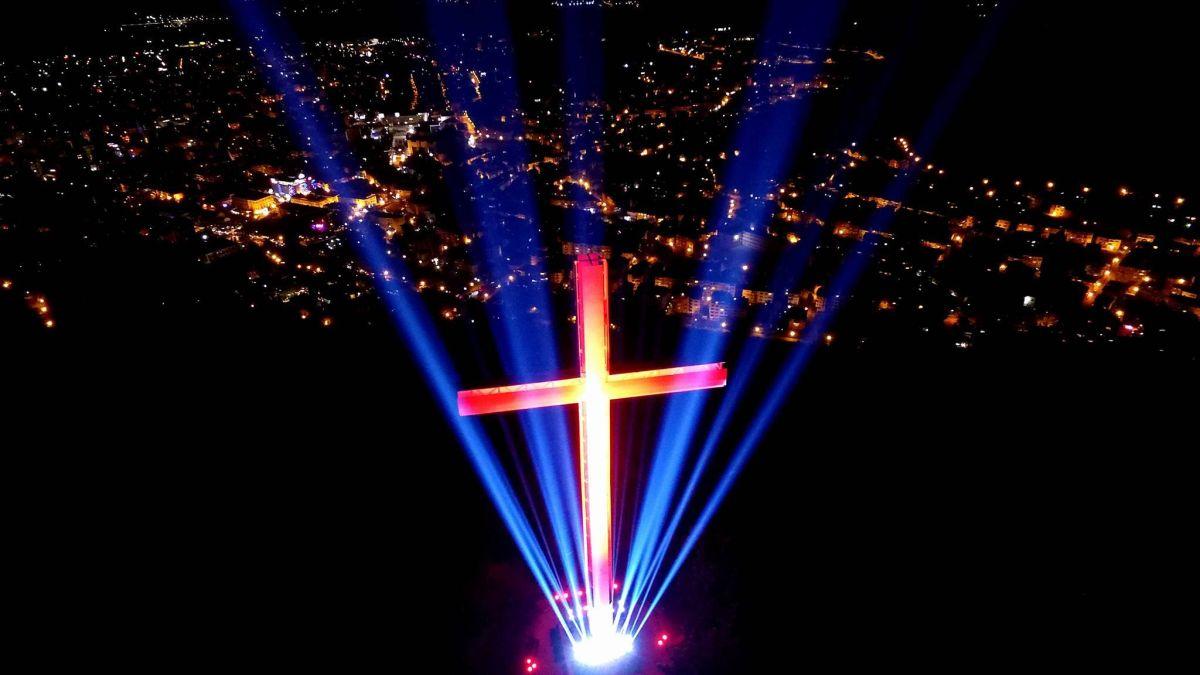Светлини ще обгърнат 33-метровия кръст над Благоевград в нощта на Великден