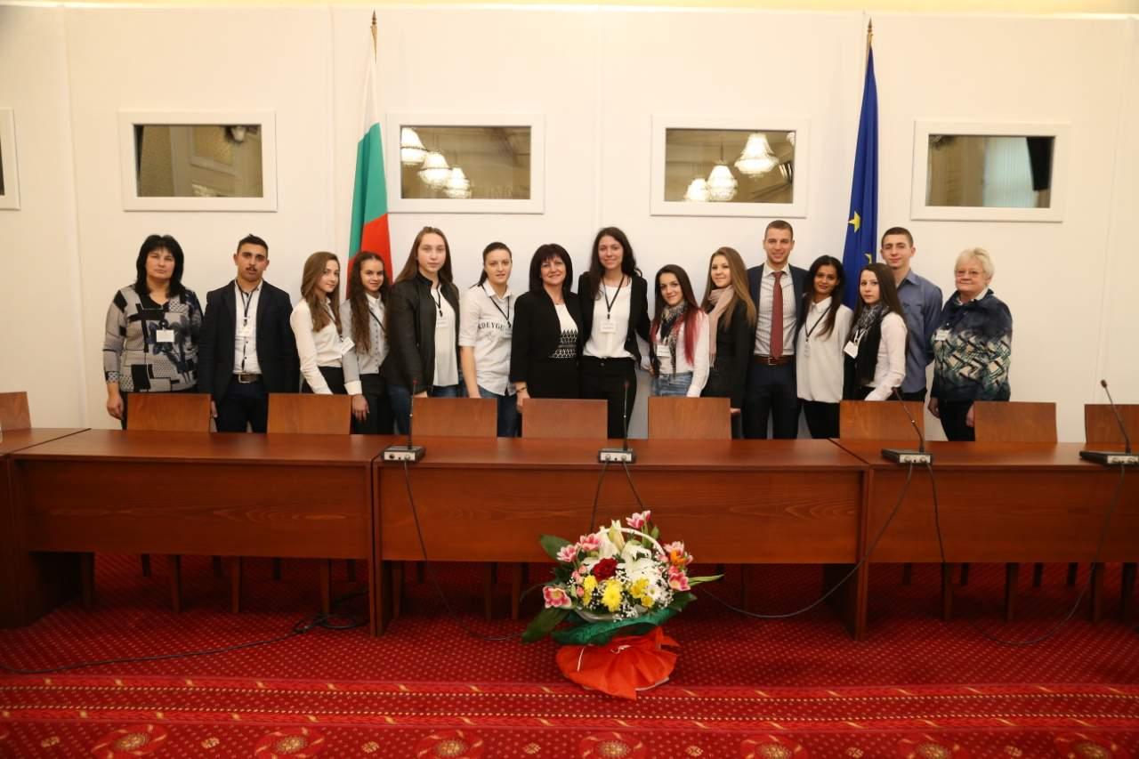 Ученици от СУ  Св. св. Кирил и Методий  гр. Симитли посетиха Народното събрание