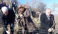 Илияна Йотова заряза лозята в село Делчево