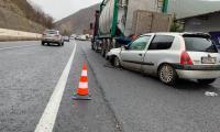 Шофьорка се заби в паркирана цистерна на Е-79 край Железница
