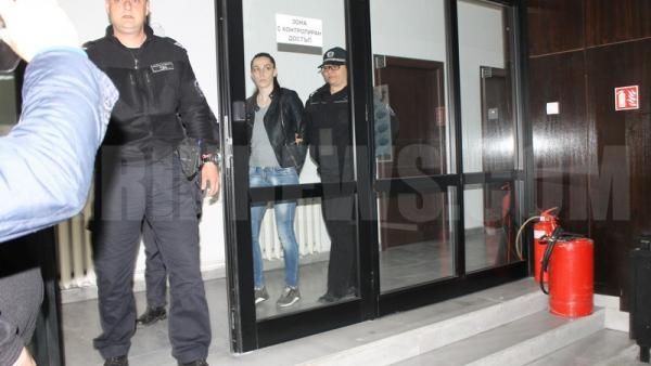 Съдът остави за постоянно в ареста дознателката Розалина,вършила престъпления от любов