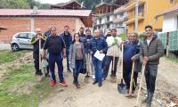 Доброволци посадиха над 200 фиданки в ромската махала на Гоце Делчев