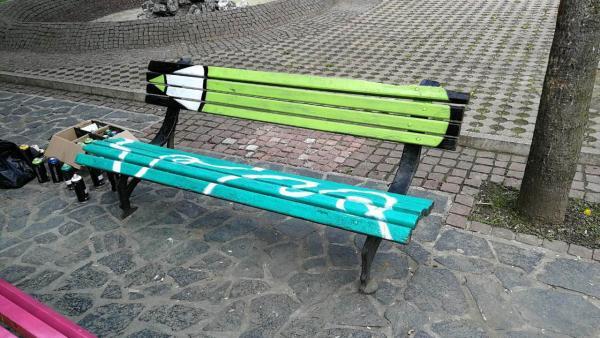 Благоевград с нестандартни пейки на емблематични места