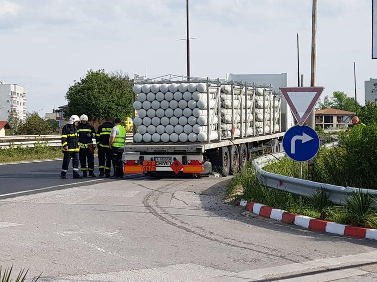 Внимание шофьори! Заради теч на газ отбиха движението на Е-79 край Благоевград