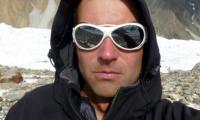 Погребват загиналия алпнинист Иван Томов в скален процеп под връх Лхотце
