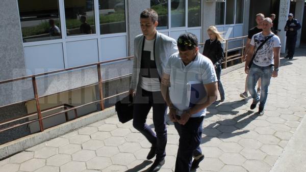 Над 10 служители на ДАИ-Благоевград арестувани заради рекет на транспортни фирми-вижте снимки от арестите