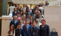 Деца и младежи от Клуба по речи и дебати на гости в Парламента
