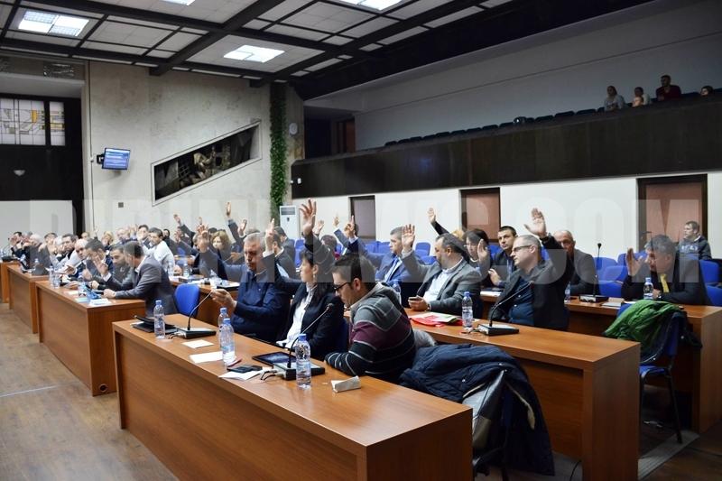 Рекордно дълга сесия в Благоевград и любопитни дебати за синята зона,за онкоболницата -Вижте