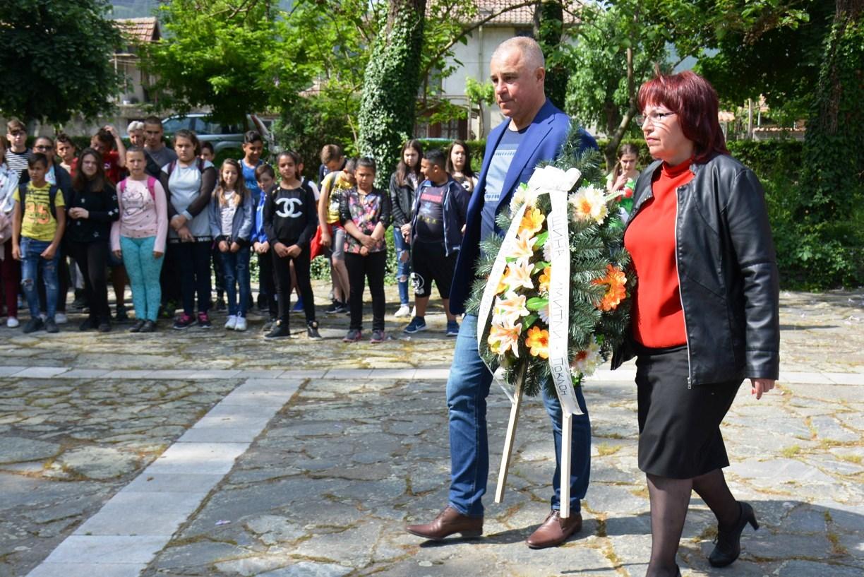 Сведоха глави за Гоце пред емблематичен паметник в Крупник