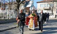 Десетки смели мъже се хвърлят за кръста в Симитли