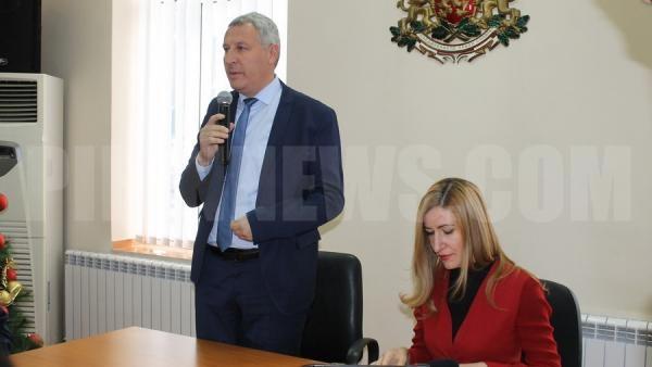 Министър Ангелкова се срещна с хотелиерския бизнес в Разлог