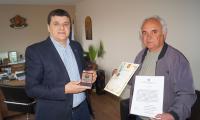 Кметът на Струмяни Емил Илиев връчи награди на 98-годишен военен ветеран