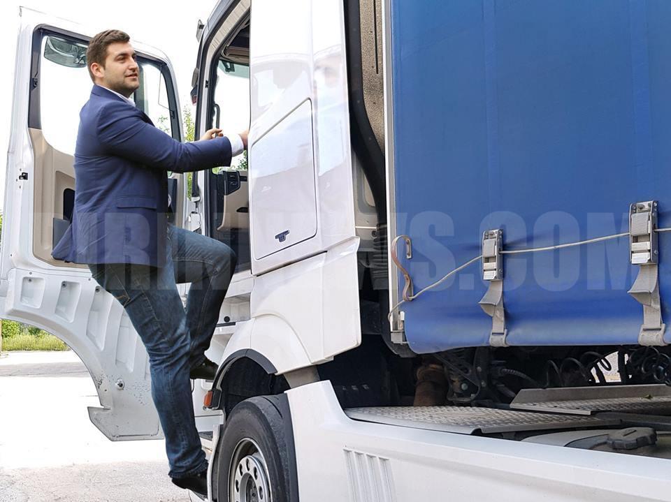 Евродепутатът Андрей Новаков пътува с ТИР до Брюксел