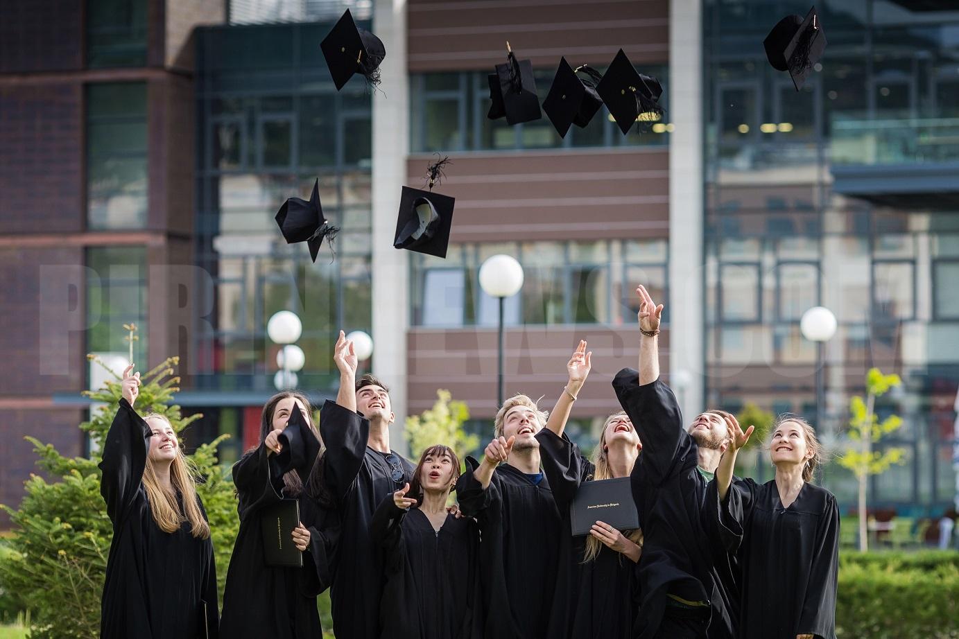 Външният министър Екатерина Захариева ще бъде гост на дипломирането на студенти от Американския университет