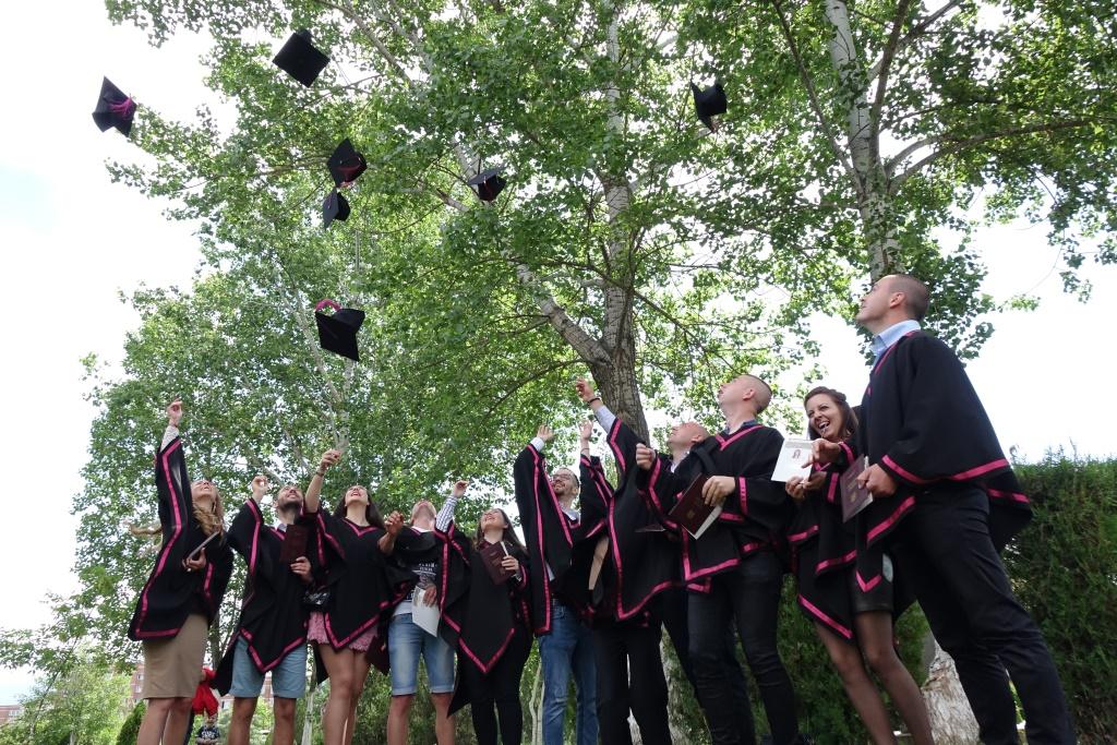 520 абсолвенти от Стопанския факултет на ЮЗУ  Неофит Рилски  получиха дипломите си