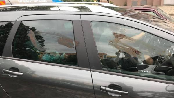 Вандали омазаха с фекалии коли в Благоевград