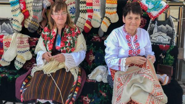 В Банско показват на туристи как се тъкат черги и килими