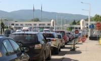 Български туристи: Ако ще и клизма да ни правят на границата, пак ще ходим на море в Гърция