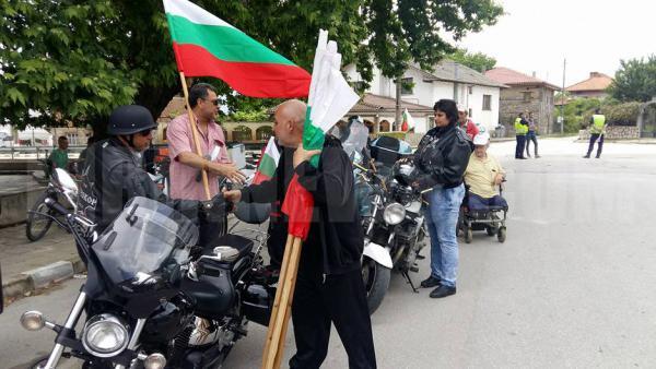 Жители на Гърмен  с протестно шествие    срещу незаконното ромско гето