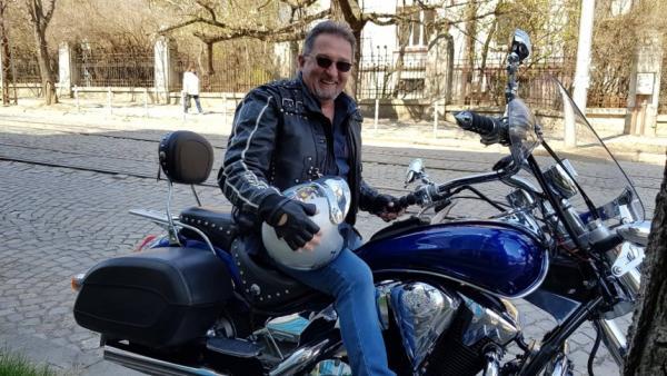 Съдебният медик от Благоевград, рокер и музикант д-р Методи Гошев: Не прави това, което не искаш да ти направят на теб