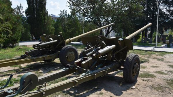 Община Симитли се въоръжи. Две противотанкови оръдия пазят центъра и мемориалния парк в града