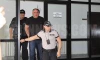 12-години затвор за сводника Мартин Дебелия и условни присъди за 2-ма полицаи осигурявали му  чадър