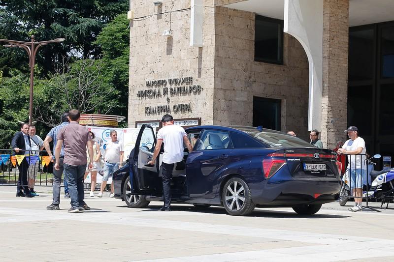 Благоевградчани пробваха  колата  на бъдещето- с водородно гориво