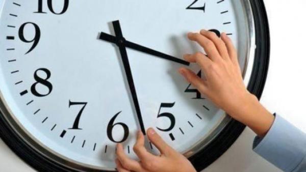 Връщаме часовника с час назад в неделя