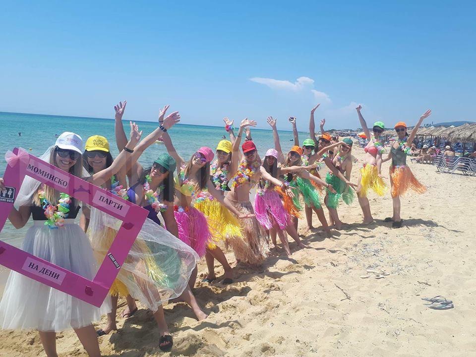Благоевградчани откриха летния сезон в Гърция,шезлонгите 3 евро, водата безплатна,морето чисто