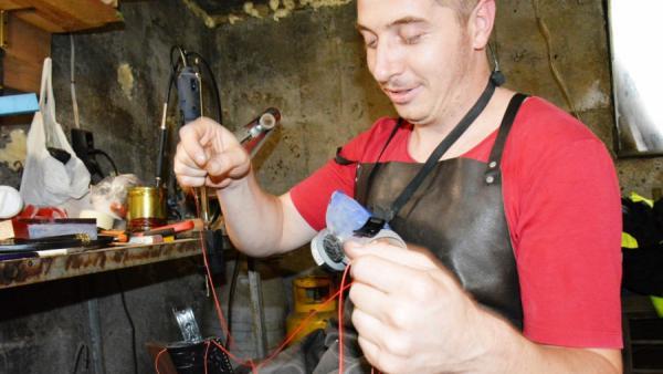 Самоук занаятчия  майстори уникални ножове