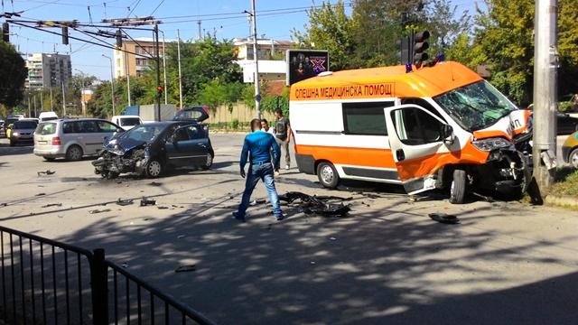 Линейка предизвика верижна катастрофа край село Места