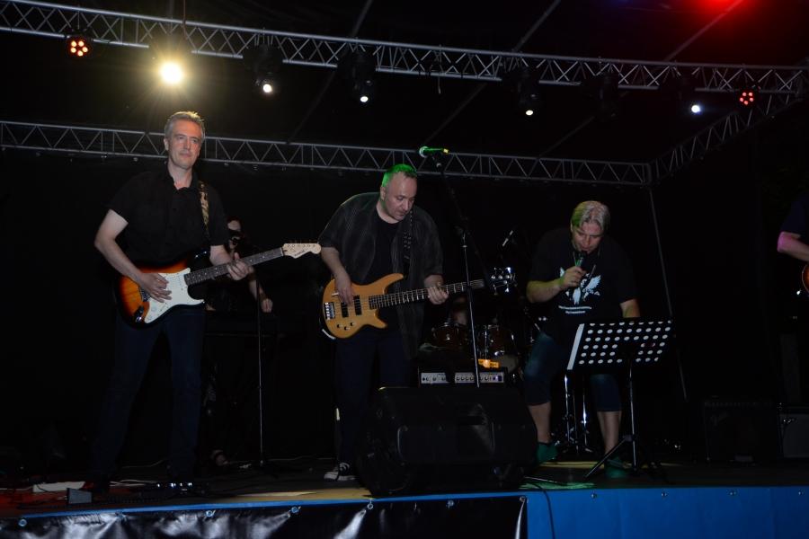 Рок банди от Англия, Македония и България забиваха световноизвестни хитове в Елешница