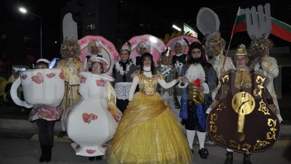 Разлог показа Красавицата и звяра на карнавала в Струмица