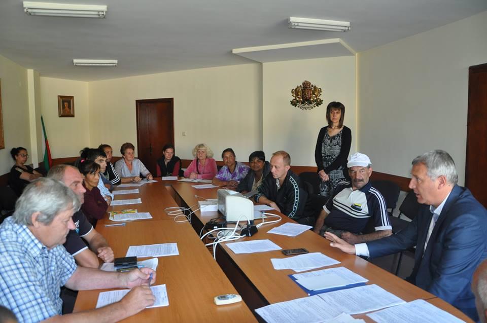 24 човека започват  работа по програма за осигуряване на заетост в община Разлог.