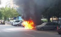 Джип се възпламени и изгоря в кв.Струмско