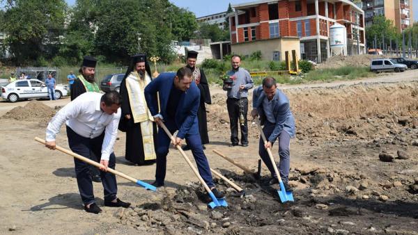 Първа копка за дълго чакана  спортна зала в Сандански