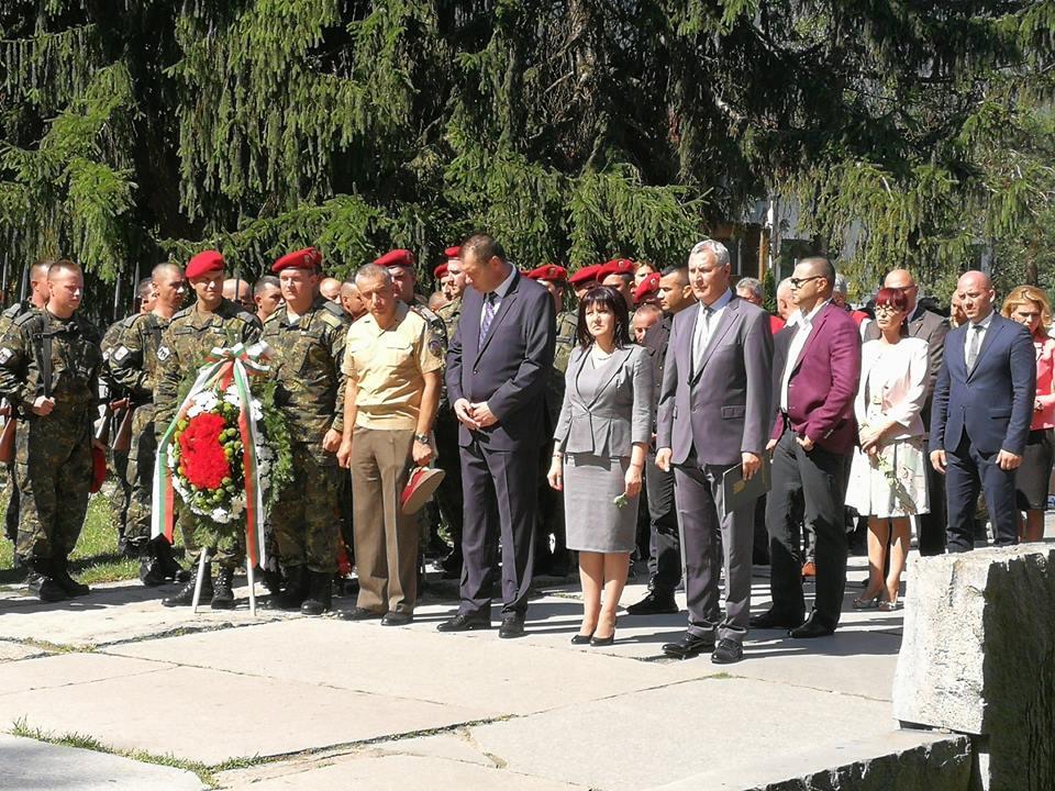 Караянчева и Разлог се поклониха пред подвига на героите от Илинденското въстание