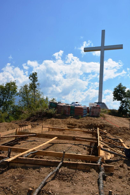 Вдигат параклис, символ на родовата памет, на историческия връх Кръста