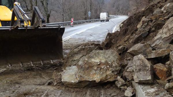 Обрушването на скатовете на пътя за Рилския манастир ще започне след 15 август