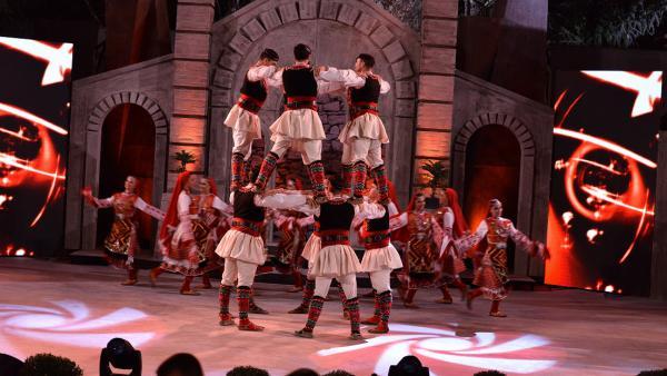120 танцьори на  Пирин Фолк  Сандански