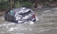 Почна се от сутринта! Жена падна с кола в река,автобус и кола се удариха край Добринище