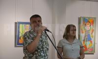 Откриха изложба от пъстра палитра на гоблени и картини, изработени от потребителите от Дневен център  Светлина