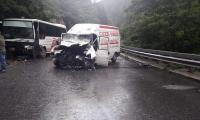 Верижна катастрофа с 4 коли край Симитли, движението в една лента